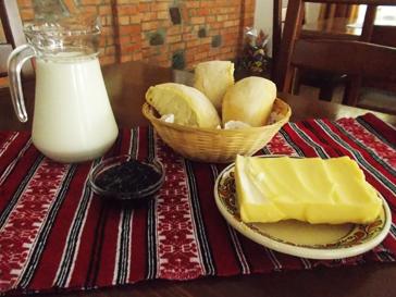 mic-dejun in restaurant valea ariesului